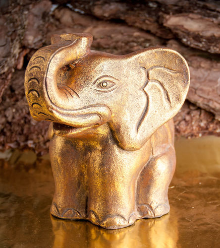 Elefant aus Terracotta gold antik